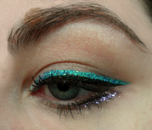 green-glitter-eyeliner-closeup1